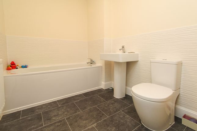 Bathroom of Manor House Court, Chesterfield S41
