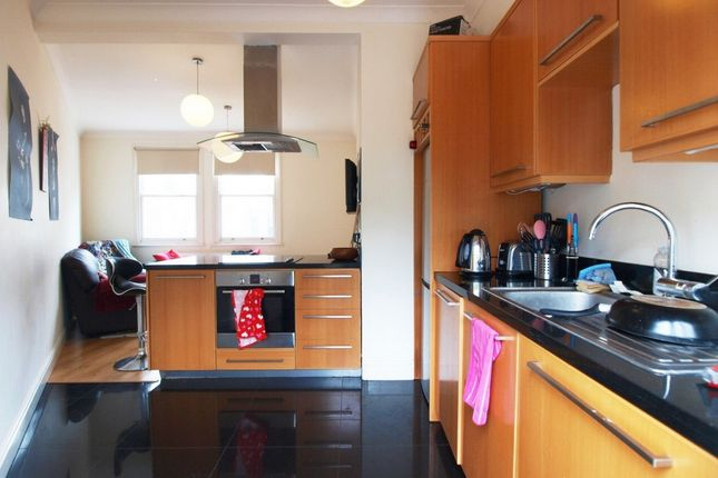 3 bed flat to rent in Beatrice Road, Finsbury Park