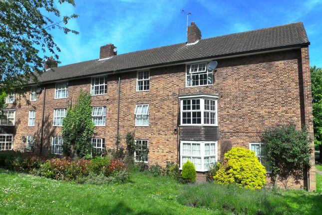 Thumbnail Flat to rent in Haldens, Welwyn Garden City