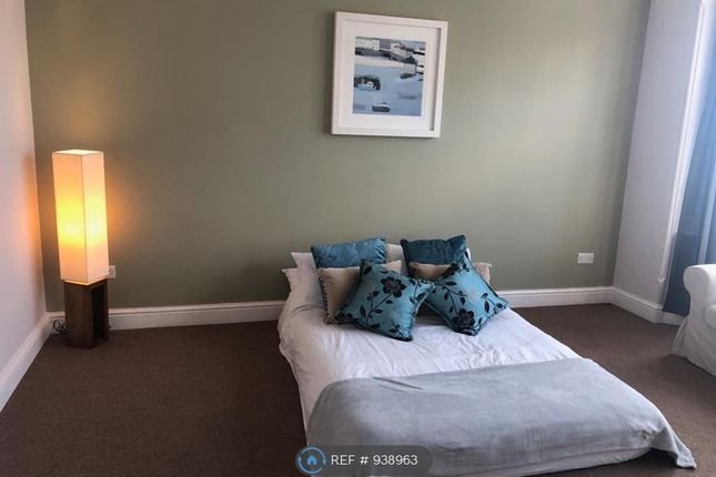 Thumbnail Flat to rent in Yew Tree Road, Slough