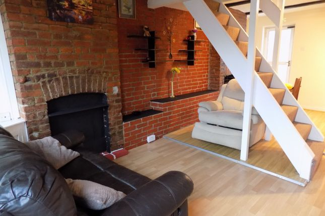2 bed terraced house to rent in Chase Street, Luton, Bedfordshire