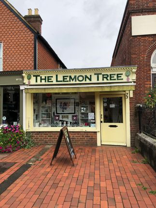 Retail premises to let in High Street, Cranleigh