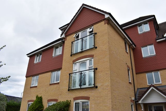 Thumbnail Flat to rent in Charlcot Mews, Slough