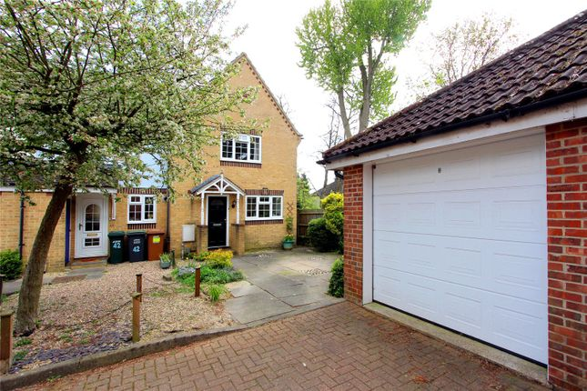 3 bed end terrace house for sale in Stewart Close, Abbots Langley