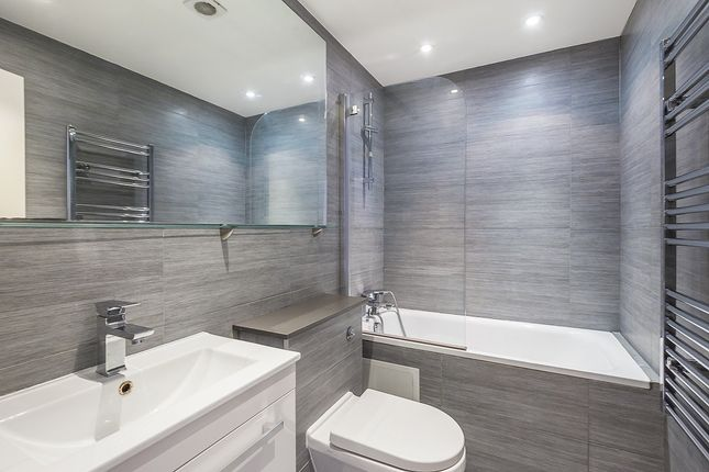 Thumbnail Terraced house to rent in London, Old Street