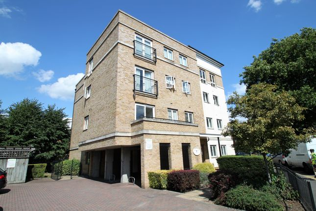 Thumbnail Flat to rent in Hawks Road, Kingston Upon Thames, Surrey