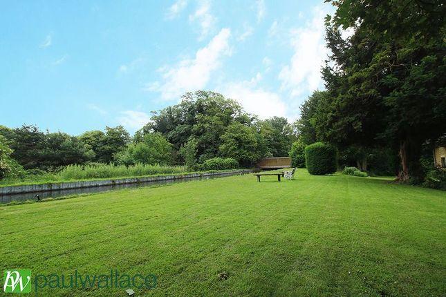 Communal Grounds of Bishops Court, Churchgate, Cheshunt, Waltham Cross EN8