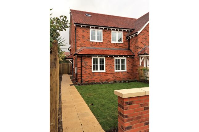 Thumbnail Semi-detached house to rent in Swallow Street, Iver