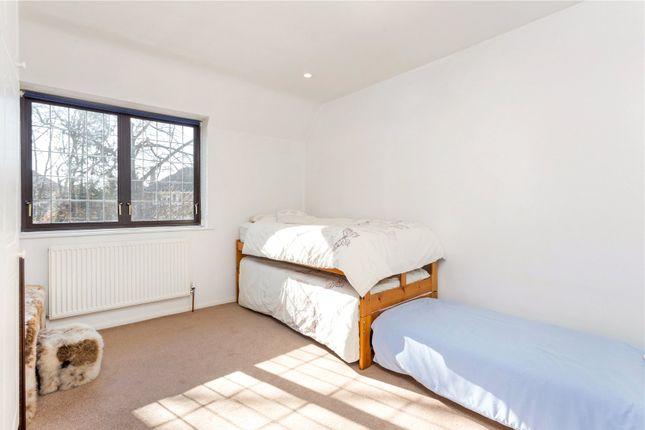 Picture No. 08 of Kinghorn Lane, Maidenhead, Berkshire SL6