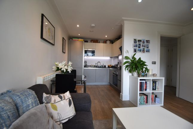 1 bed flat to rent in Centric, Acre Passage, Windsor, Berkshire SL4
