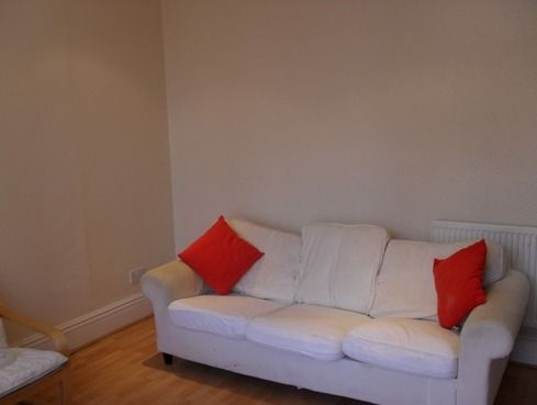 8 bed shared accommodation to rent in Winston Gardens, Headingley, Leeds