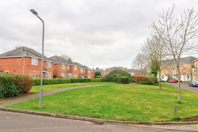 Picture No. 07 of Kite Wood Road, Penn, High Wycombe, Buckinghamshire HP10