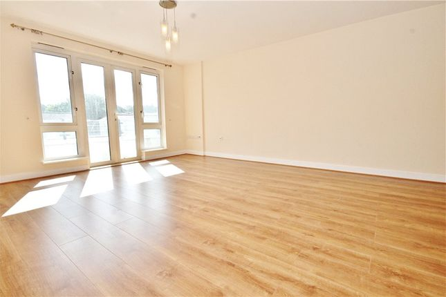 2 bed flat to rent in Park Lane, Croydon