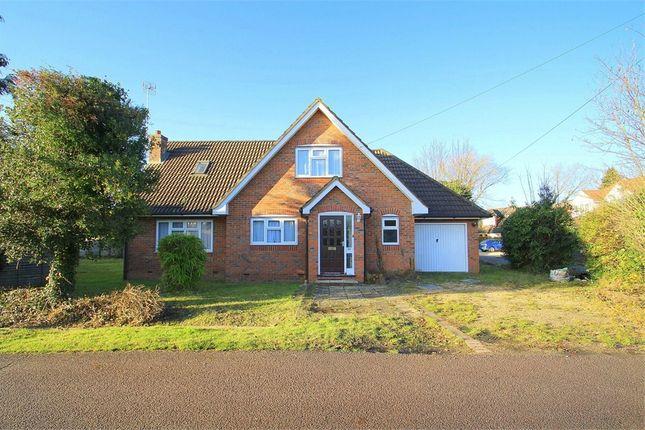 Thumbnail Room to rent in Willow Crescent West, Denham, Buckinghamshire