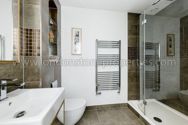 Master Bathroom of Duke Of Wellington Avenue, London SE18