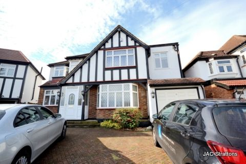 Thumbnail Detached house to rent in Carlton Close, Edgware, London