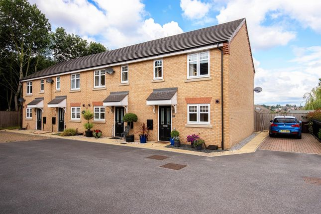 2 bed town house to rent in Hawthorne Grange, Pontefract WF8