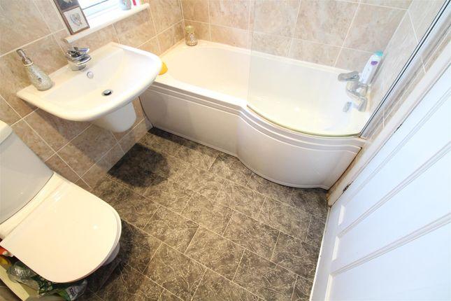 Bathroom of Gillshill Road, Hull HU8