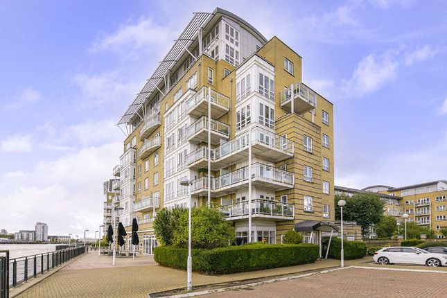 3 bed flat to rent in St. Davids Square, London E14