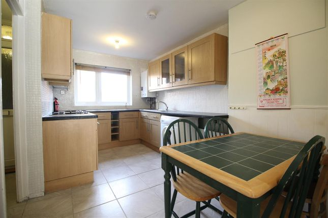 Thumbnail Maisonette to rent in Waterloo Close, London