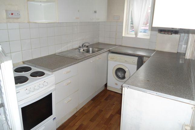 Kitchen of Duncan St, Brinsworth S60