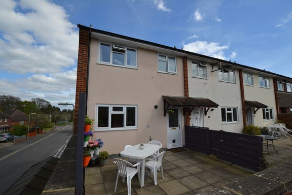 Thumbnail Flat for sale in Ridgeway Parade, Church Crookham, Fleet