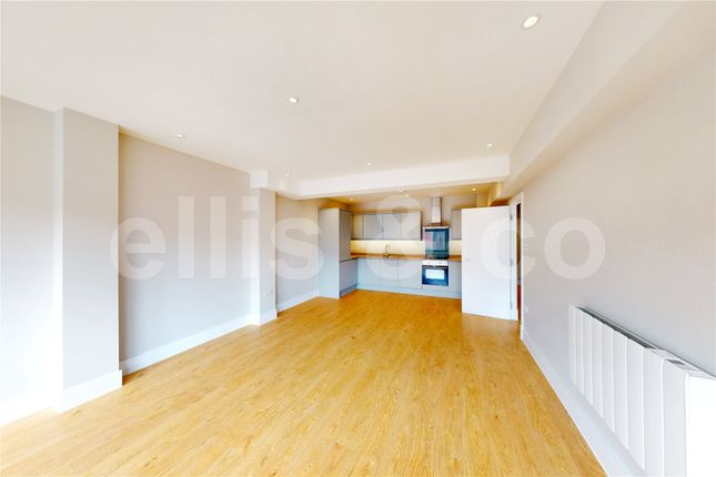Picture No. 26 of 111 - 125 Shenley Road, Borehamwood, Hertfordshire WD6