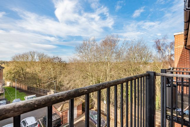 Flat for sale in Coppetts Road, London