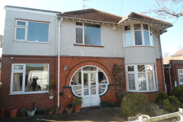 Thumbnail Flat to rent in Laythorpe Avenue, Skegness, Lincolnshire