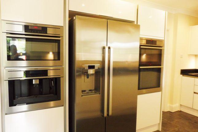 Kitchen of Quern Way, Darfield S73