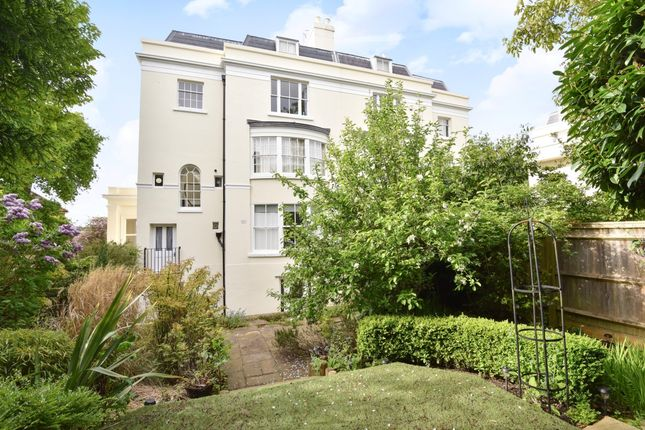 Thumbnail Flat to rent in Grove Hill Gardens, Tunbridge Wells