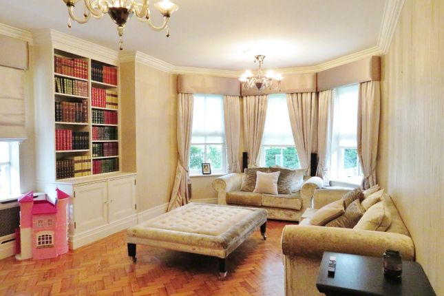 Thumbnail Flat for sale in Clarence Gate, Repton Park, Woodford Green