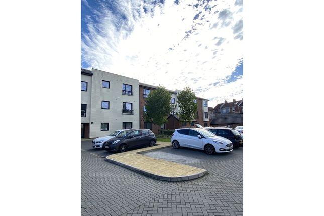 Thumbnail Flat to rent in Elmtree Way, Bristol