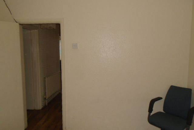 Thumbnail Maisonette to rent in Barnhill Road, Hayes