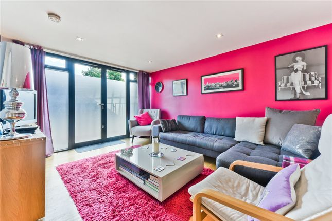 Thumbnail Flat for sale in Squirries Street, London