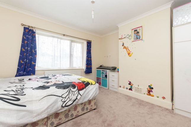 Bedroom 2 of Gledhow Valley Road, Leeds LS8