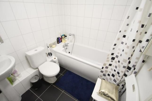 Bathroom of Weavers Court, 105 Seedhill Road, Paisley, Renfrewshire PA1
