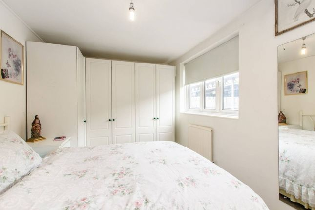 Flat for sale in Coopers Lane, London