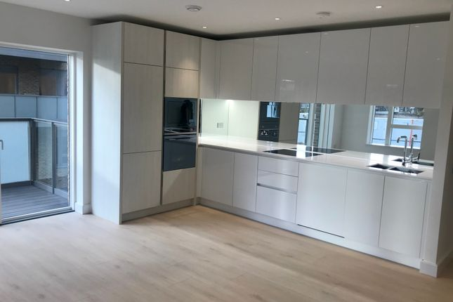 Thumbnail Flat for sale in Miles Road, Hornsey, London