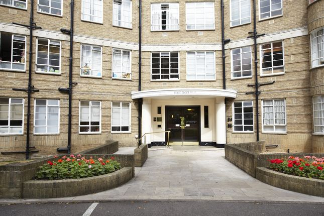 2 bed flat to rent in Furze Croft, Furze Hill, Hove BN3