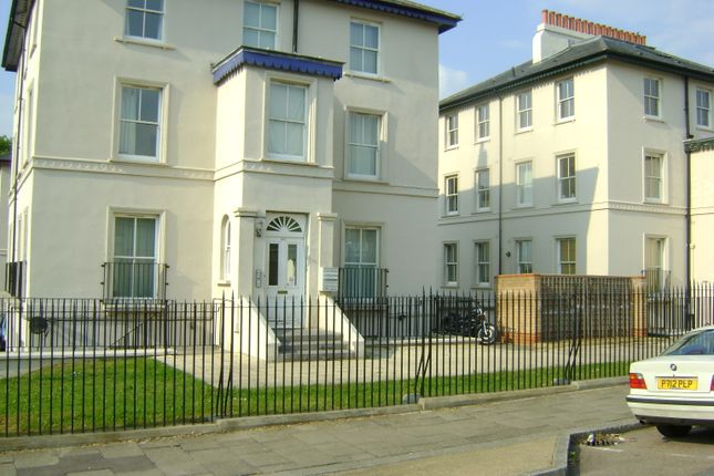 2 bed flat to rent in 5-7 Lansdowne Square, Gravesend DA11