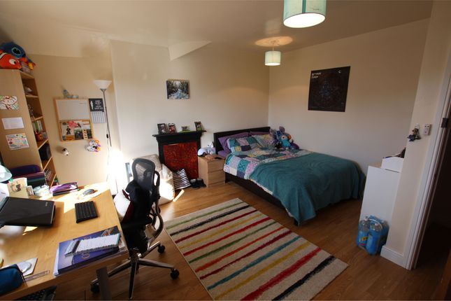 Thumbnail Shared accommodation to rent in Kelso Road, Leeds