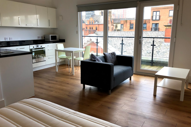 Thumbnail Flat to rent in X1 Town Hall, Bexley Square, Salford