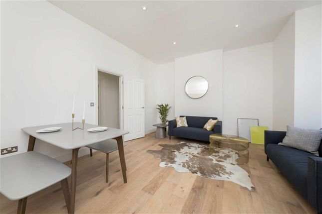 Thumbnail Flat for sale in Charteris Road, London