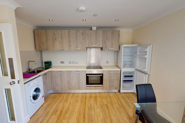 Thumbnail Flat to rent in Cardiff Road, Dinas Powys
