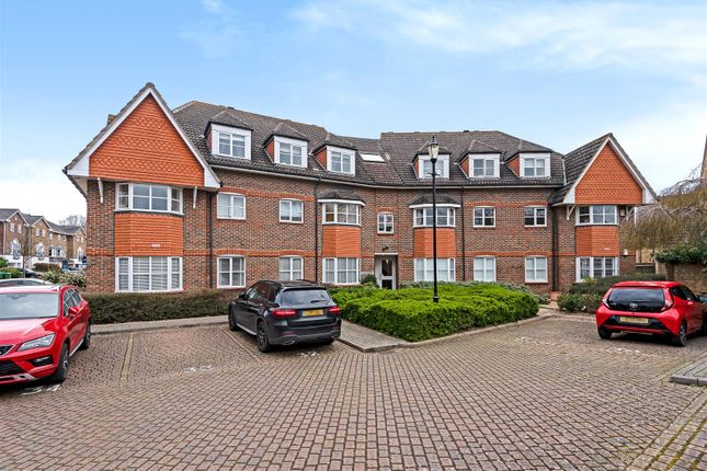 2 bed flat for sale in Hayward Road, Thames Ditton KT7