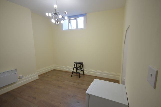 Thumbnail Studio to rent in Hither Green Lane, Hither Green