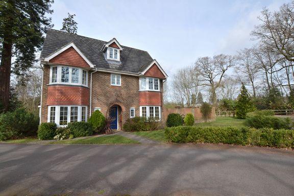 Thumbnail Detached house for sale in Kintbury Close, Fleet