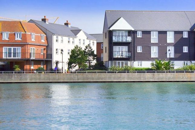 Thumbnail Terraced house to rent in Surrey Street, Littlehampton, West Sussex