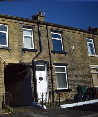 Thumbnail Terraced house to rent in Halstead Place, Bradford